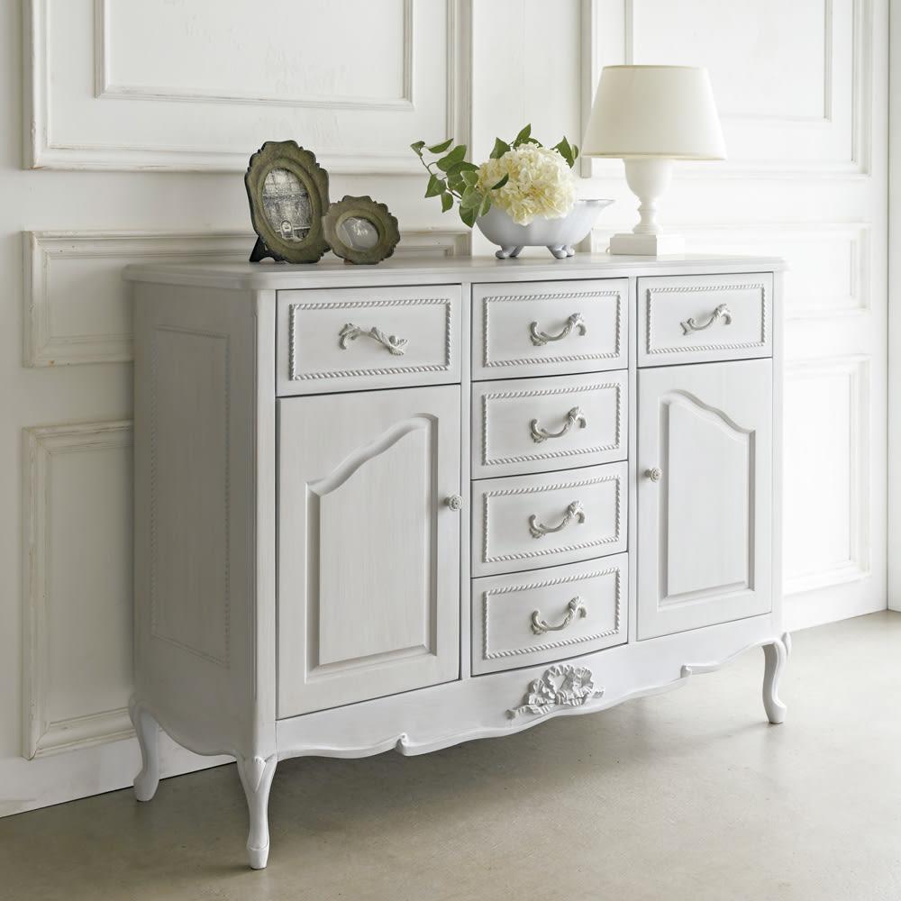 シャビーシック ホワイト フレンチ収納家具シリーズ リビングボード 置くだけでお部屋の雰囲気が華やかになる、上品なリビング収納です。