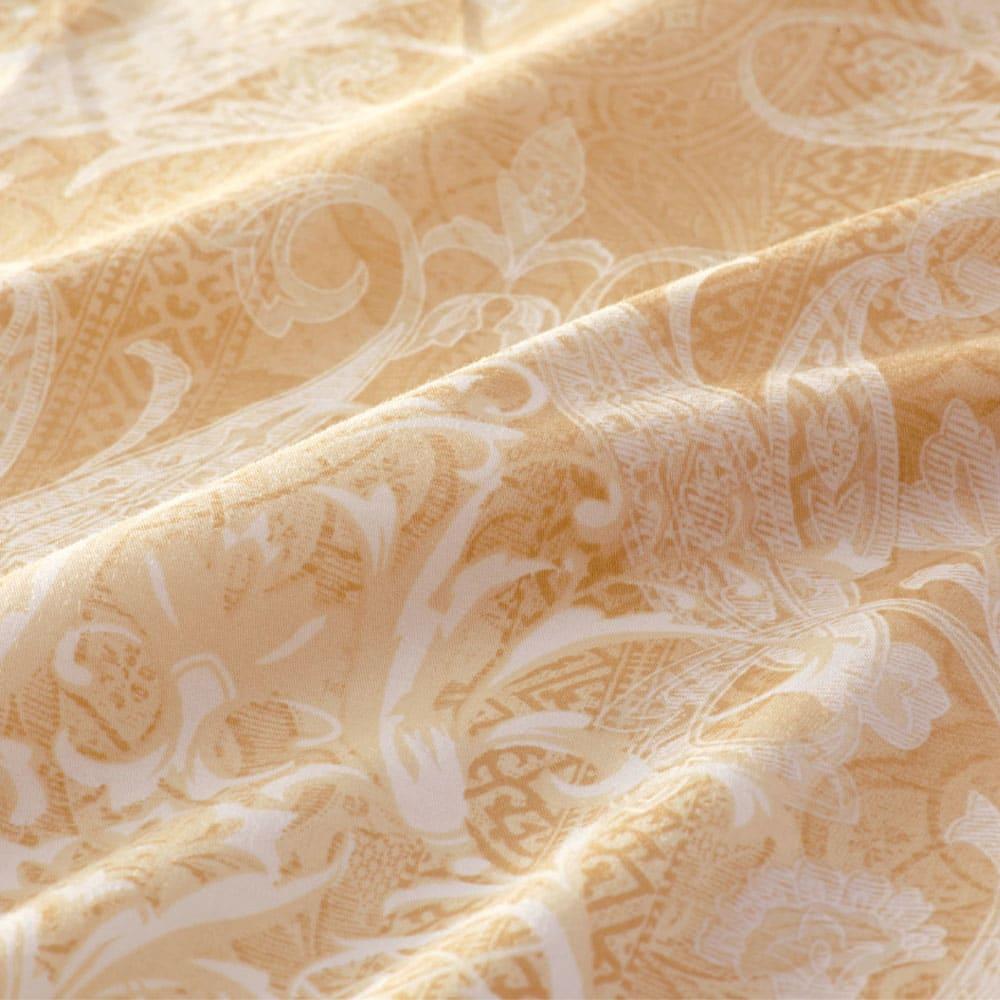 最高位ラベル取得ポーランド産マザーグースプレミアム羽毛布団 立体2層掛け布団 しなやかで軽い超長綿の側生地。軽いので羽毛をつぶさず、寄り添うようにフィットします。