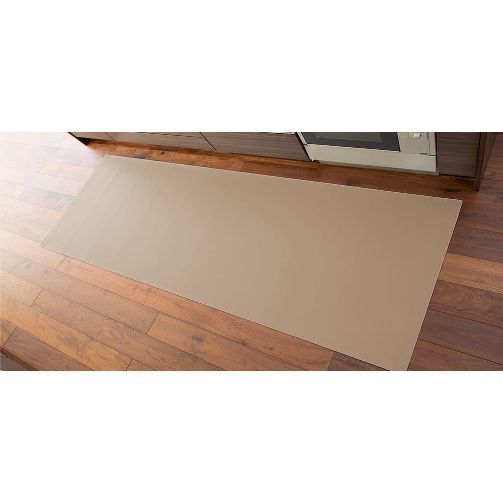 本革調キッチンマット【奥行60cm】 (イ)グレイッシュブラウン 上品なグレイッシュブラウンなら明るい色の床にも自然になじみます。