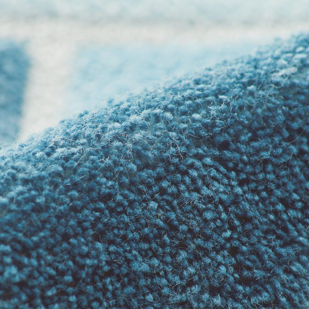 抗菌防臭マット〈マルセイユ〉 抗菌防臭加工でいつでも清潔 ニオイの原因となる有害微生物の増殖を抑え悪臭の発生を防ぎます。洗濯やクリーニング後でも抗菌防臭効果が続き、いつでも清潔です。