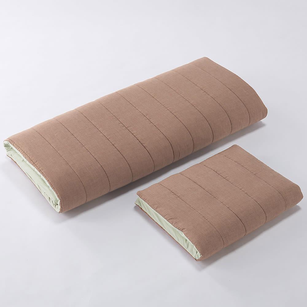 ペットのための敷布団 (あったかカバー付き) 折りたたんで収納もできます。
