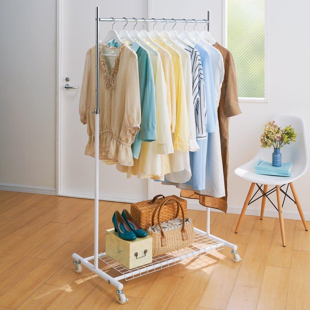 簡単高さ調節スタイリストハンガー ダブル 幅137cm 衣類をかけたままでもスムーズに移動できます。 ※写真はシングル幅92cmタイプです。