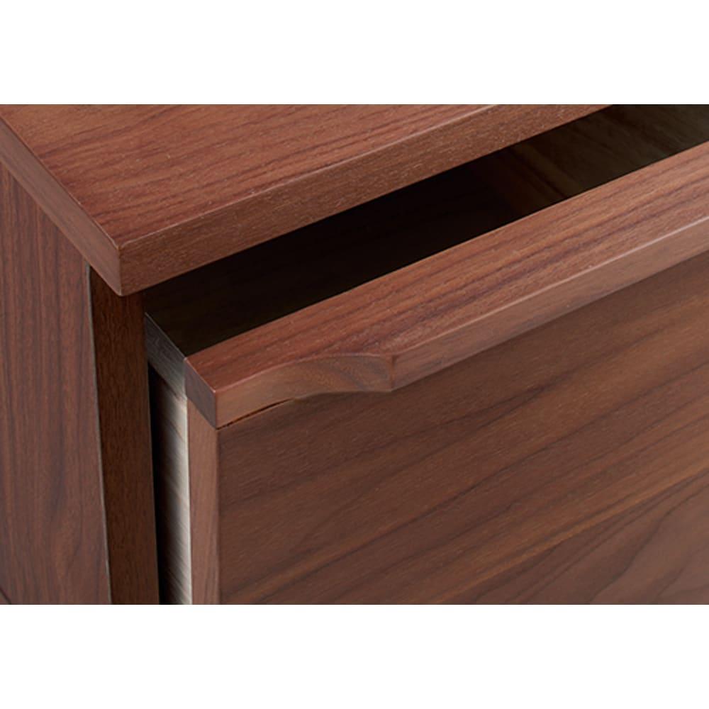 ウォルナット木目テレビ台シリーズ キャビネット左引き出し3杯 幅80高さ80cm 引き出しの取っ手には、ウォルナットの無垢材を使用しています。
