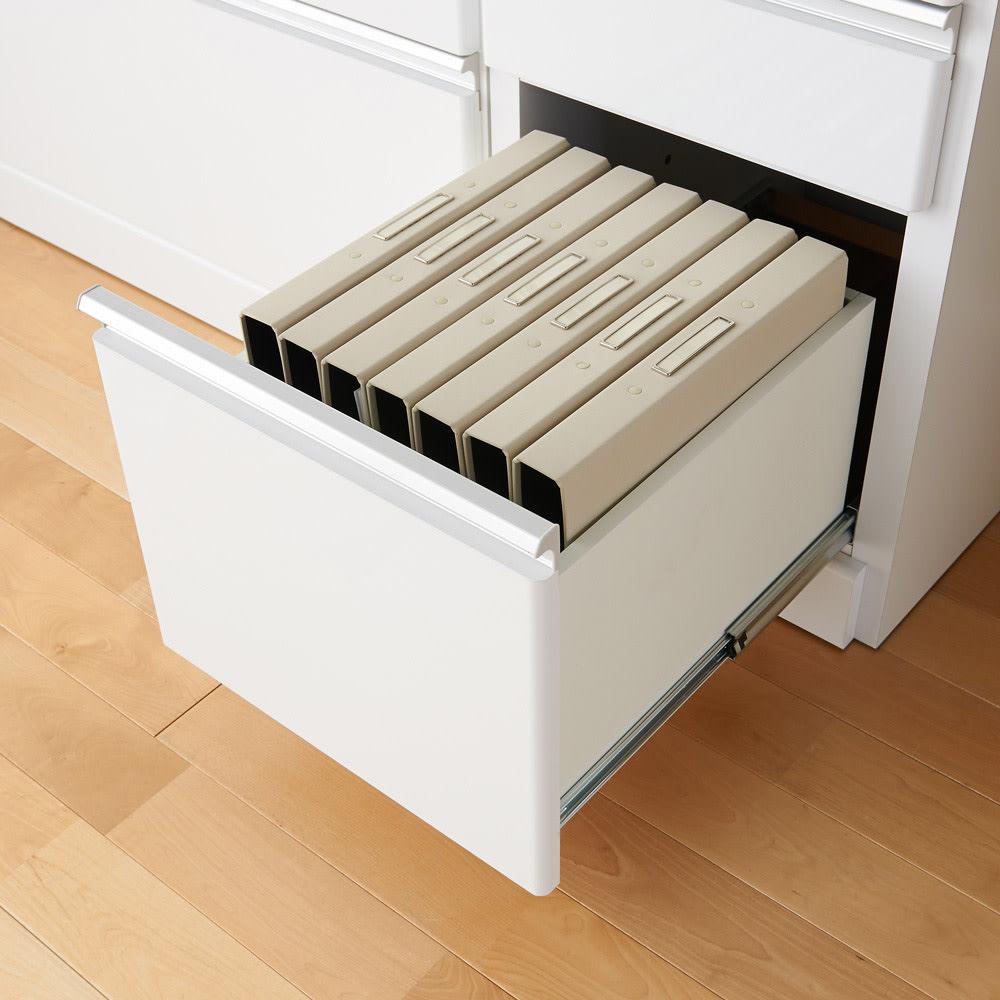 あこがれの書斎スペースを現実にする壁面収納 デスク 右引き出し 出し入れスムーズ 最下段の深引き出しはストッパー付きフルスライドレール付きで全開可能。A4ファイル対応、奥まで出し入れ簡単!