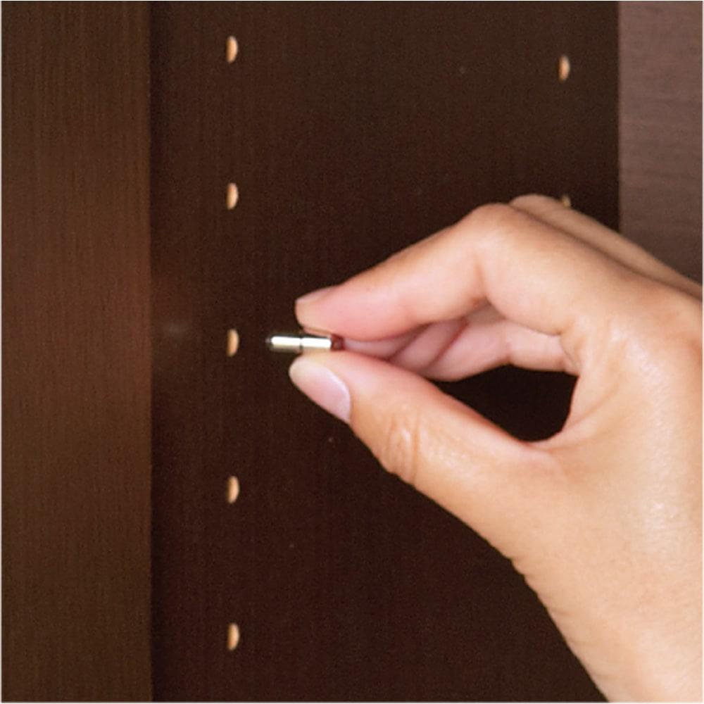組立不要のリビングブックキャビネット 幅115.5cm奥行25cm高さ80cm ダボは金属製差し込み式。 棚板をしっかり支えます。