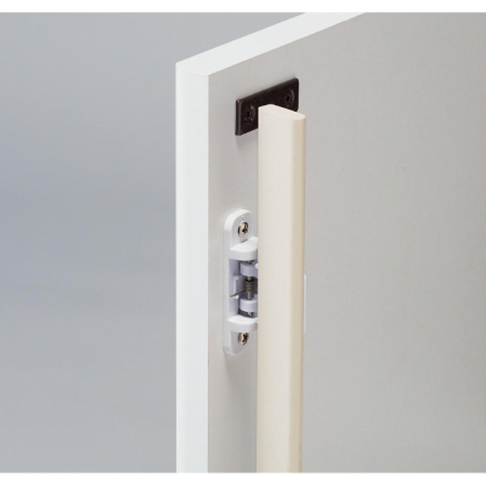 高さサイズオーダー プッシュ扉リビングキャビネット 奥行32cmタイプ 幅60cm 高さ40~120cm 扉は防塵フラップ付きでホコリの侵入を防ぎます。
