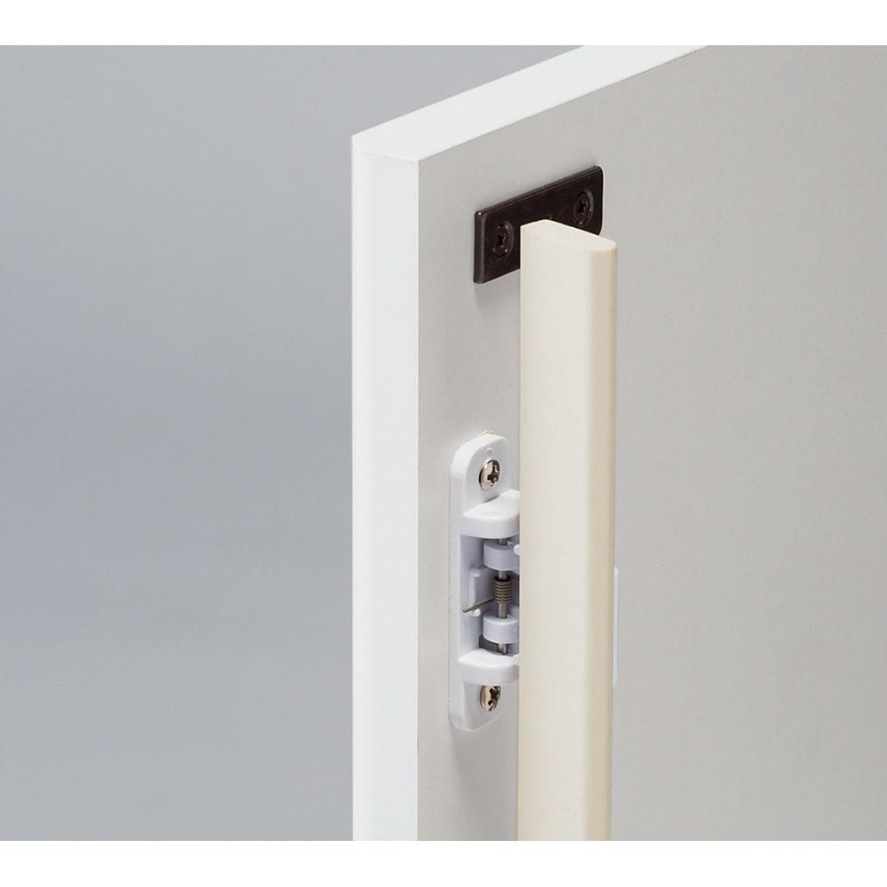 高さサイズオーダー モダンミラーキャビネット 扉タイプ 幅120cm奥行32cm・高さ40~120cm(高さ1cm単位オーダー) 扉タイプはプッシュ式で防塵フラップ付き。