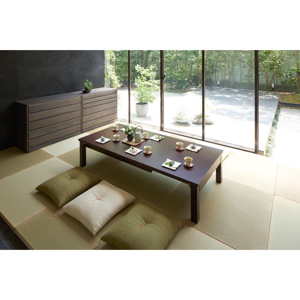 天然木折れ脚伸長式テーブル 幅120cm コーディネート例(ア)ダークブラウン