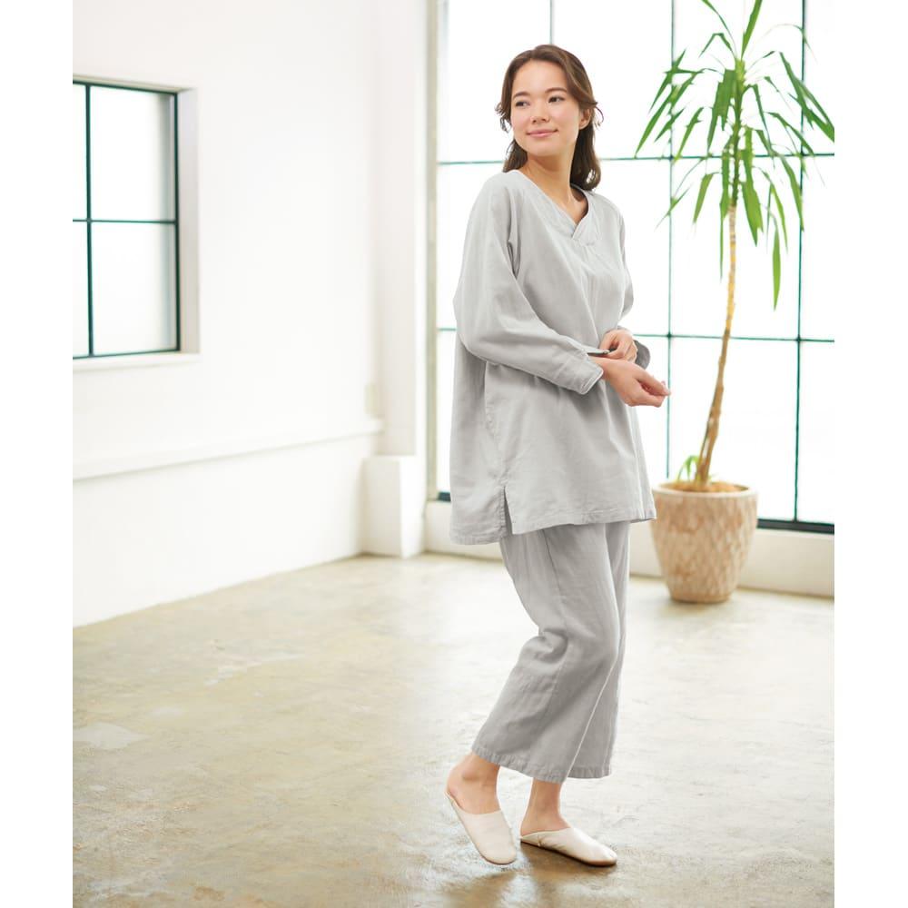 和ざらし二重ガーゼのホテルライクパジャマ 着用イメージ (ア)グレー