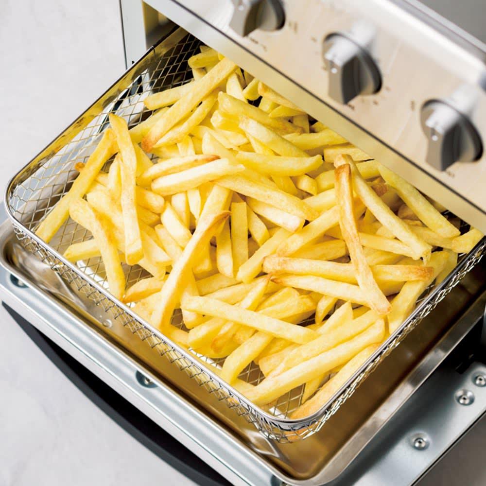 クイジナート エアフライオーブン トースター ツール付きディノス特別セット【限定800個】 【エアフライモードで油なし調理を!】深さ4cmのバスケット付き。細かい食材をザクザク入れられて重宝。冷凍ポテトなら1度で1袋分(360g)調理OKです。