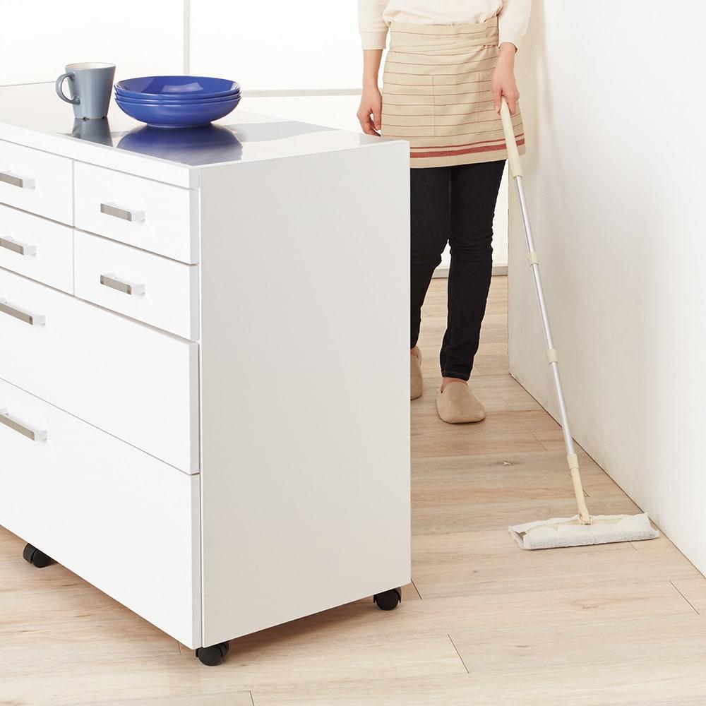 【分類して効率収納】引き出しいっぱいステンレストップカウンター 幅119cm キャスター付きなら少しの力で移動できるので背面のお掃除もらくらく。