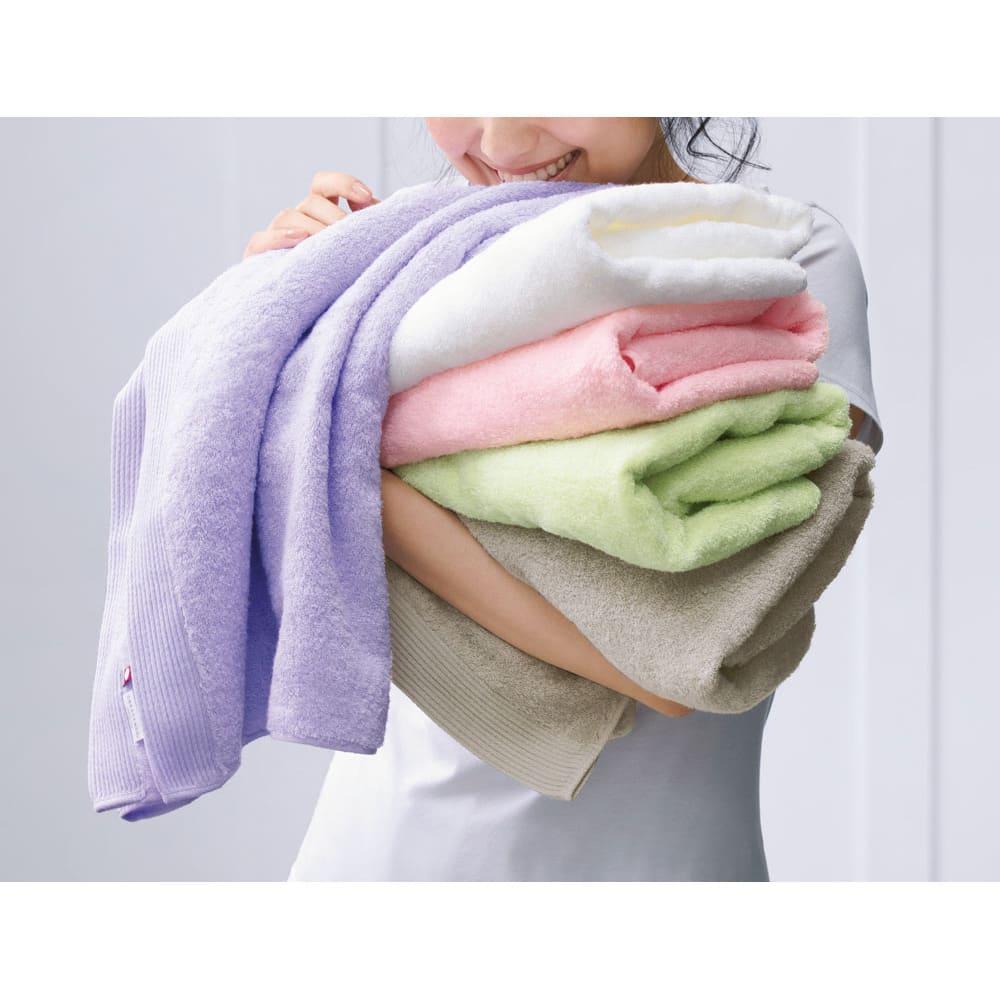 洗うほどやわらかくなるタオル 上から(カ)パープル (ア)ホワイト (ウ)ピンク (キ)グリーン (イ)グレー ※写真はバスタオルです。