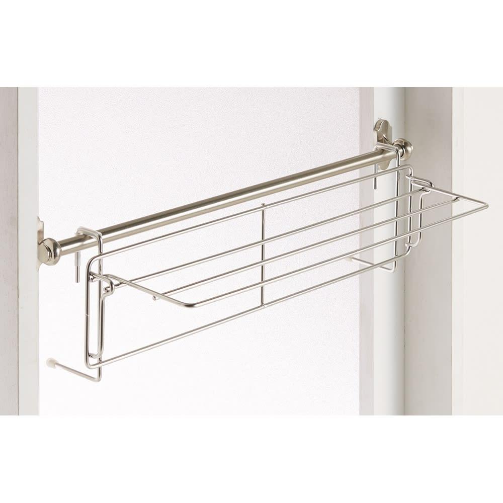 折りたためるバスタオルハンガー ドアに付いているバスタオル掛けに引っ掛けるだけ。工具等も不要です。
