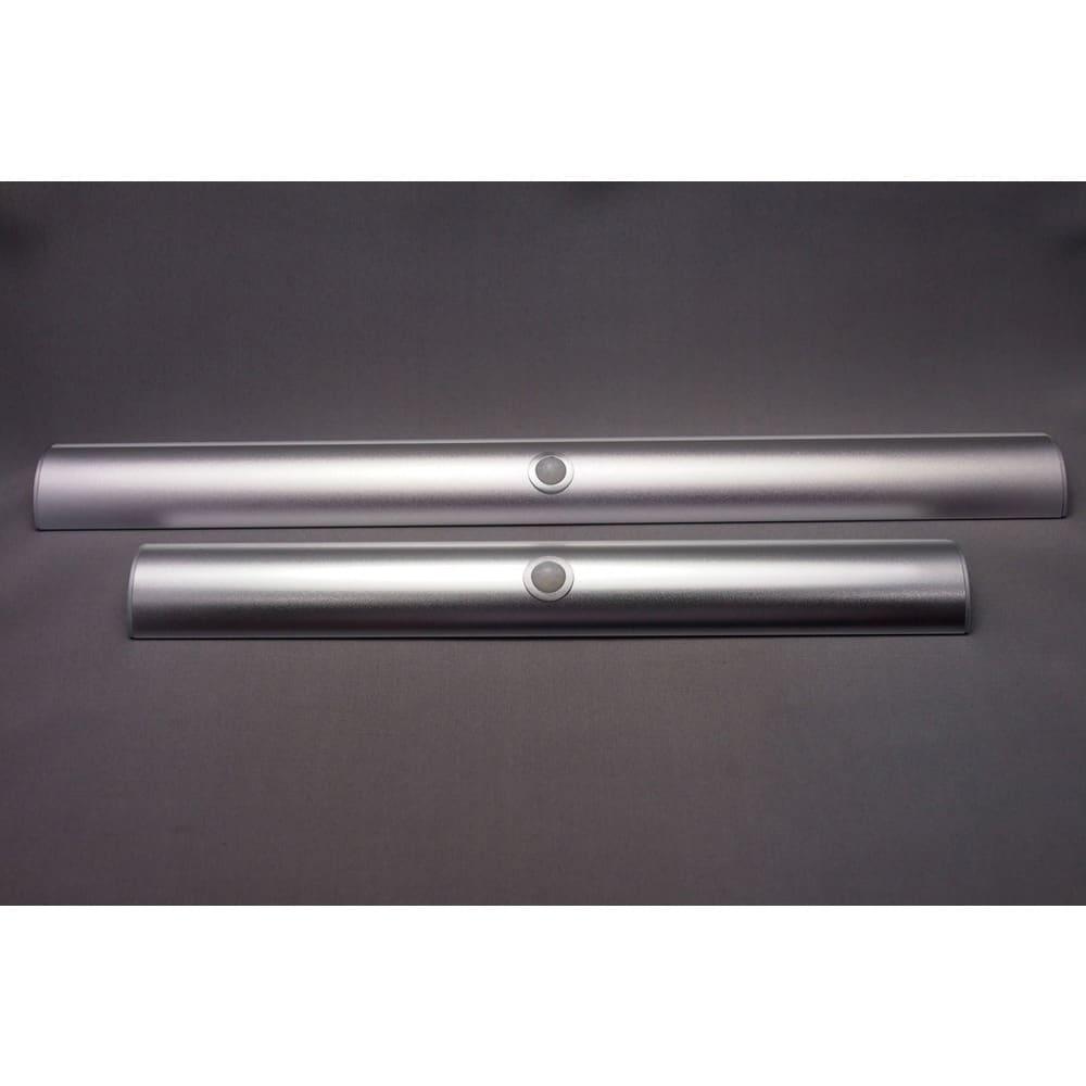 人感センサー足元LEDライト 幅30cmと幅40cmの2サイズをご用意。色はシルバーとシャンパンゴールドの2色を準備しました。