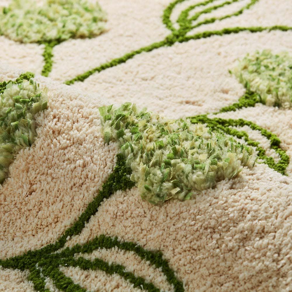 シビラトイレタリー〈フローレス〉 フタカバー・マットセット (イ)ベージュ系  お花のモチーフは異素材でふっくらと立体的。