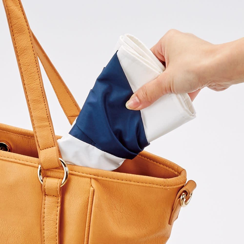 プレミアムホワイト遮熱UVカット帽子 小さくたたんでバッグにしまえます。