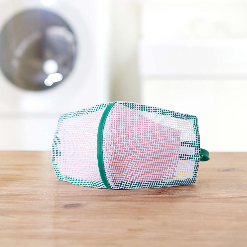 そのまま干せる! マスク専用 型崩れ防止 洗濯ネット 立体に縫製された2枚合わせのネットで、布マスクの型崩れを防ぎます
