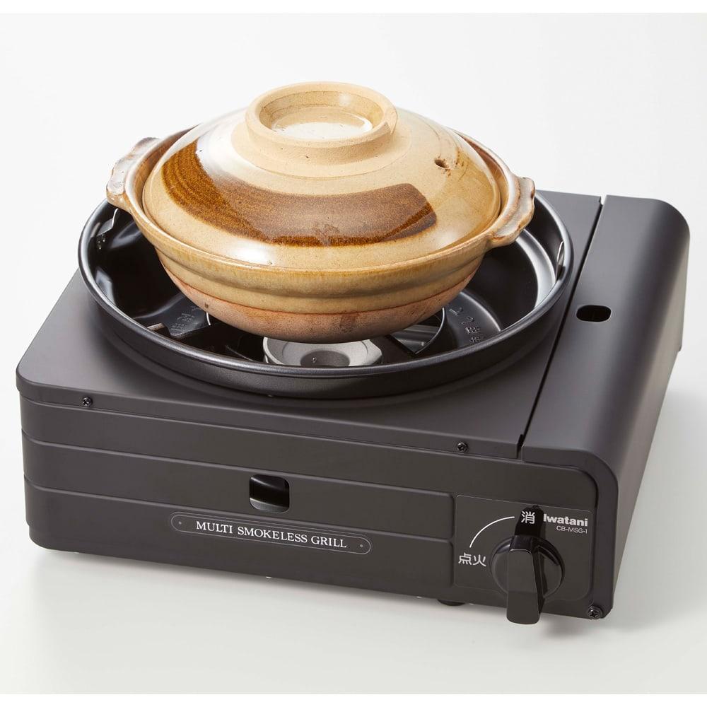 イワタニ マルチスモークレスグリル 自宅で焼き肉三昧! 湯豆腐やお鍋料理も。土鍋の場合6合サイズまで使用可能。それ以上大きい鍋を置くとガスが内部に充満して大変危険ですのでご注意ください