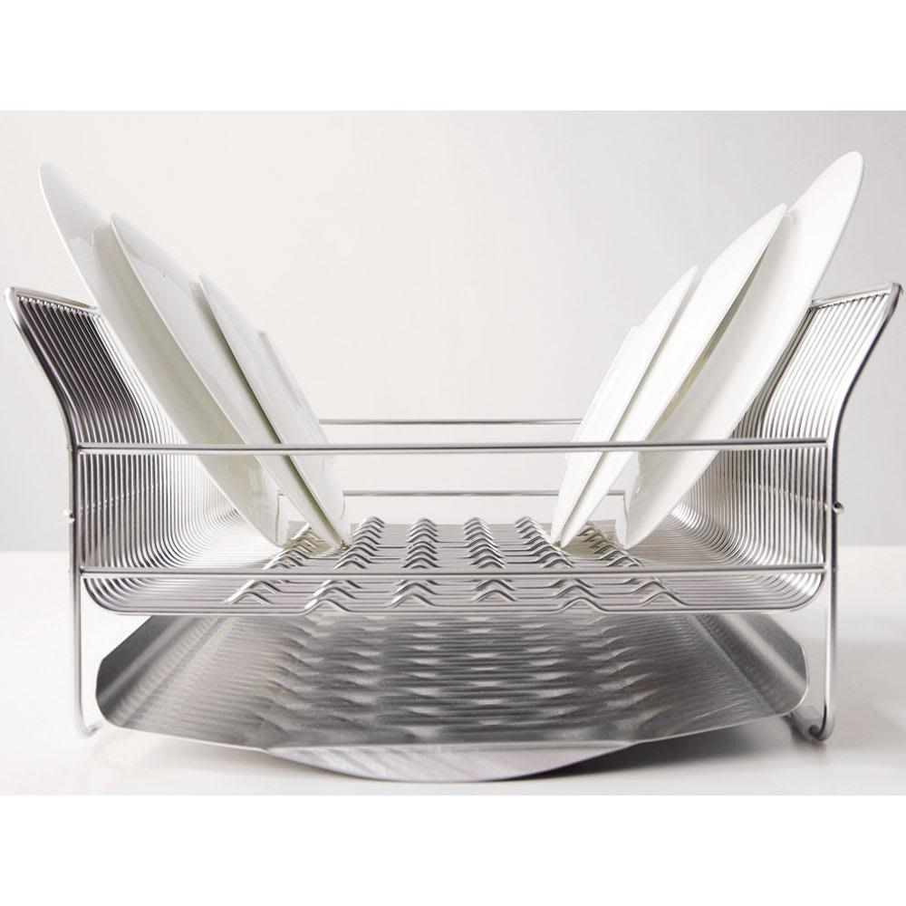 ハナウタ 皿を縦にも横にも置ける水切り 羽根を広げたような側面のカーブが大皿もしっかり受け止めます。