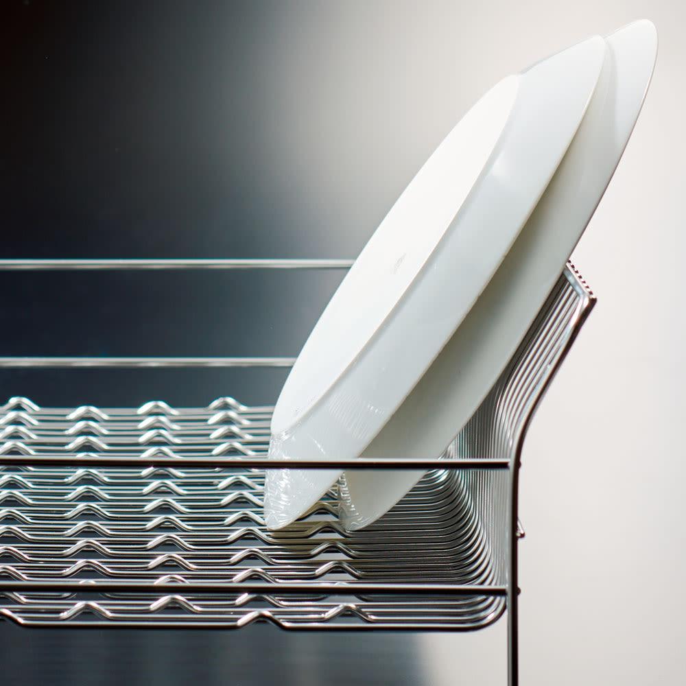 ハナウタ 皿を縦にも横にも置ける水切り 側面が広がっているので、皿が直角でなく斜めに立ちます。倒れる心配が少ない構造。