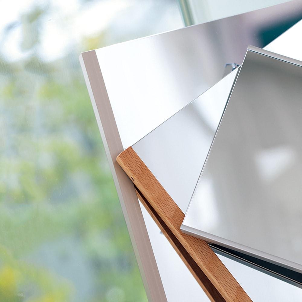 割れない軽量フィルムミラー 太枠 100×150cm 左(ア)シャンパンゴールド モダンな空間に映える「シャンパンゴールド」。