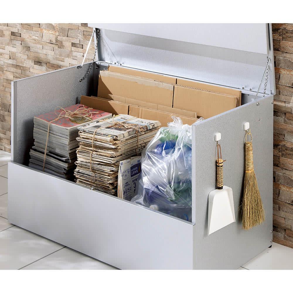 大きく開くガルバ製ゴミ保管庫 幅100奥行55cm 多種類に分別が必要な資源ゴミも、フタが大きく開くので仕分けが容易です。