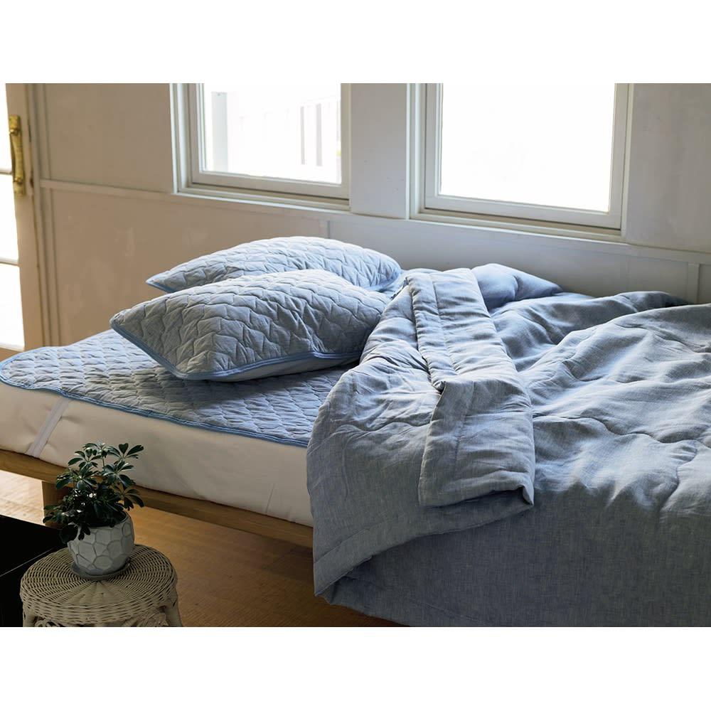 洗えるふんわりリネンシリーズ 敷きパッド (イ)ブルー グレイッシュでトレンド感のあるブルーは、リネンの爽やかな風合いにもぴったり。