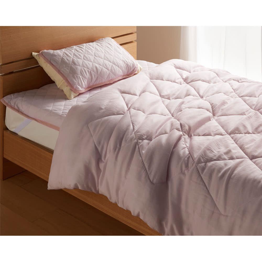 テンセルTM &ガーゼ寝具シリーズ ふわふわコンフォーター (ウ)ロゼラベンダー コーディネート例 大人っぽい色味が人気のロゼラベンダー色。寝室を明るくシックに見せてくれます。