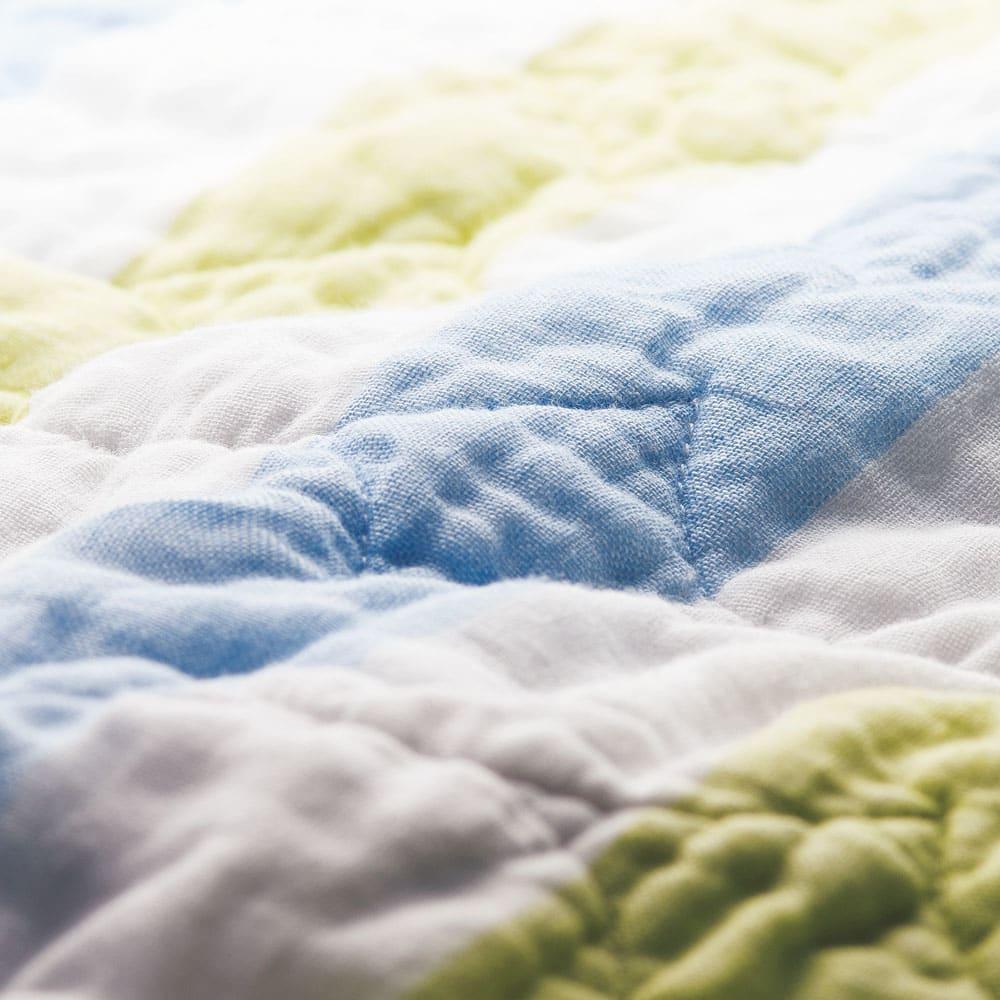 パシーマEX 先染めタイプ パッドシーツ ふんわりとやわらかな肌触り。このやさしさはパシーマならでは。 ※写真は10回洗濯後