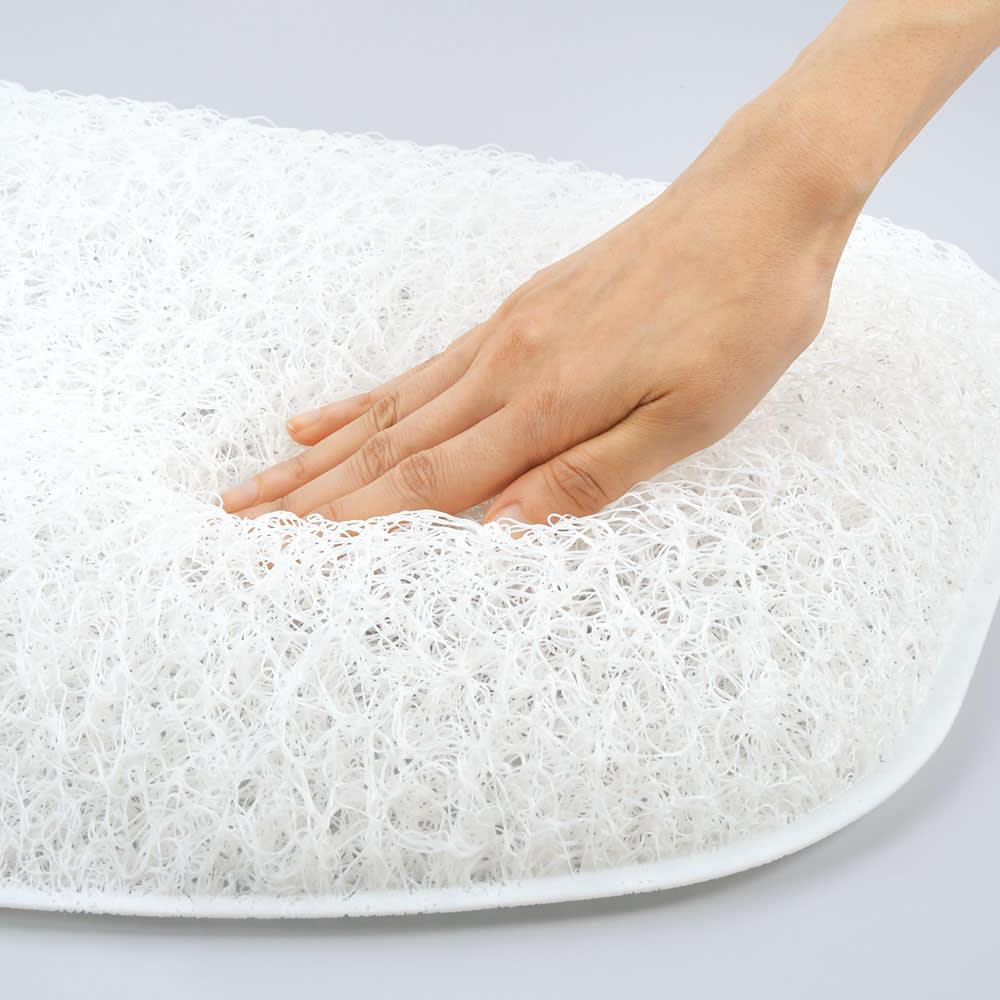 ブレスエアー(R) ピロー タッチ 普通版 中芯は、ややソフトな反発力が心地いい3D形状の枕専用ブレスエアー(R)。シャワーで丸洗い出来て清潔。