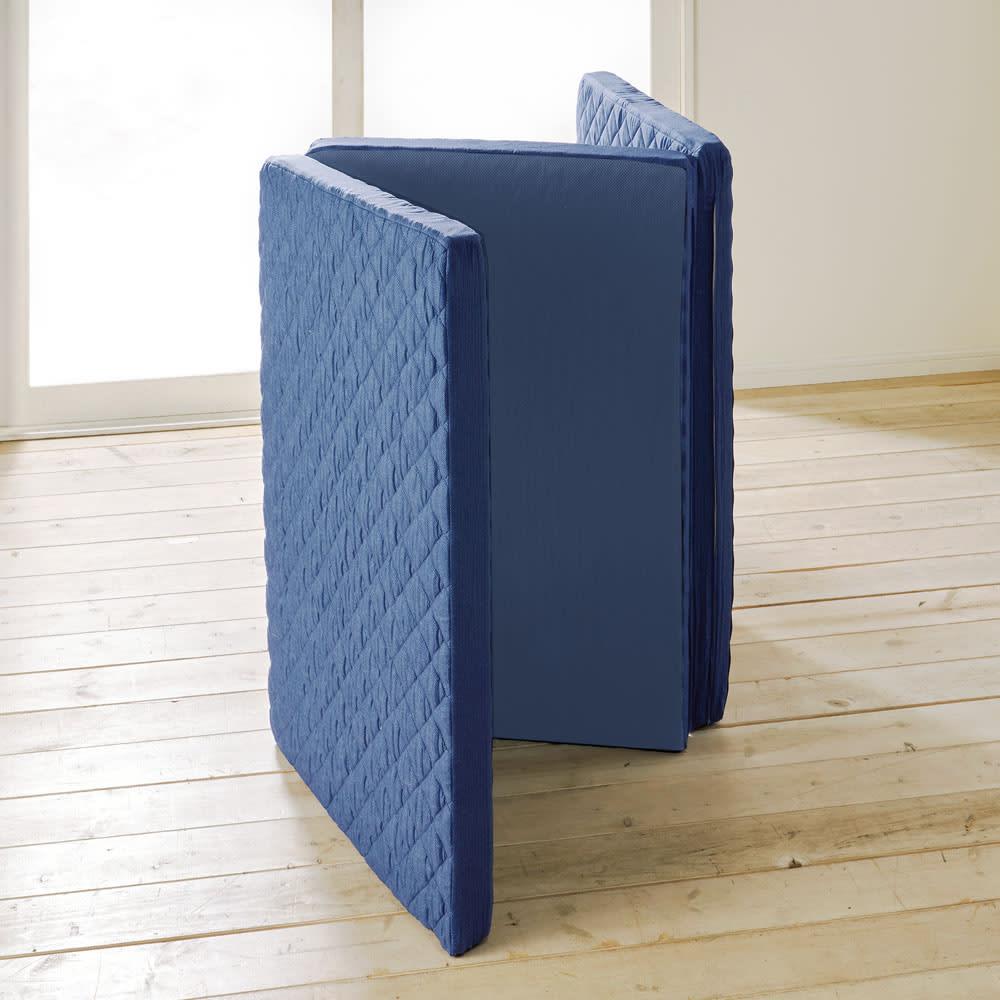 【アキレス×dinos】3つ折りマットレスシリーズ 厚さ7cm 調湿タイプ [簡単お手入れ!] 立てかけて干すだけでカラッと放湿。側カバーは外して洗濯機で洗えます。 ※サイズによっては自立しません。
