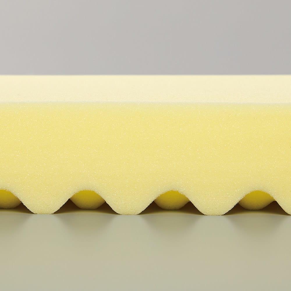 【アキレス×dinos】3つ折りマットレスシリーズ 厚さ12cm 調湿タイプ [ウェーブ加工] 床との密着度が少ないので結露やカビも対策できます。