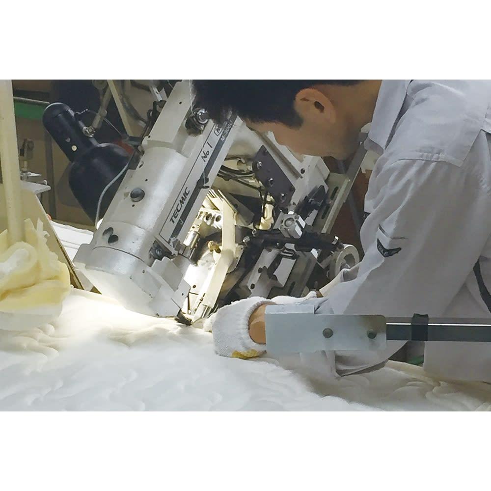 ガス圧横開きベッド(国産ポケットコイルマットレス付き) 国内の職人さんが丁寧に仕上げています。生地のステッチは、デザイン的な美しさだけでなく縫いほつれ防止にも。