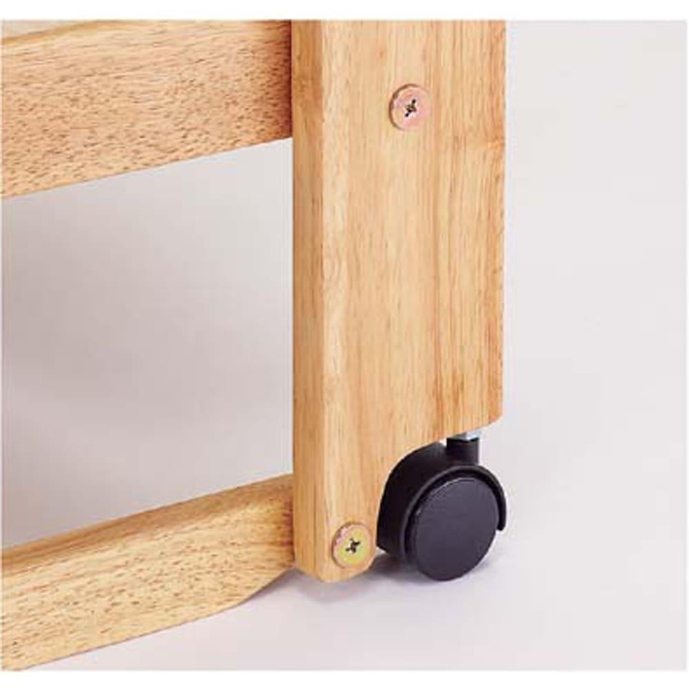 折りたたみ式ひのきすのこベッド ワイドシングルハイ 折りたたむ動作時はキャスターで動かしますが、広げた時はキャスターではなくフレームが床に対し最下点となり、キャスターは 若干浮いた状態になります。そのため、荷動点からフレームの面に切り換える事ができるため床がキズ付きにくくなる構造です。
