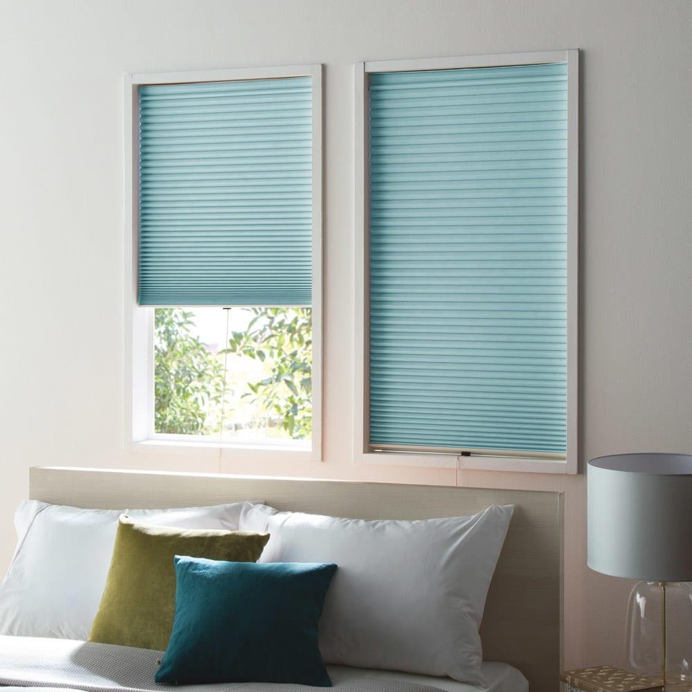 遮光・遮熱ハニカム構造の小窓用シェード(イージーオーダー)(1枚) (エ)グレイッシュブルー