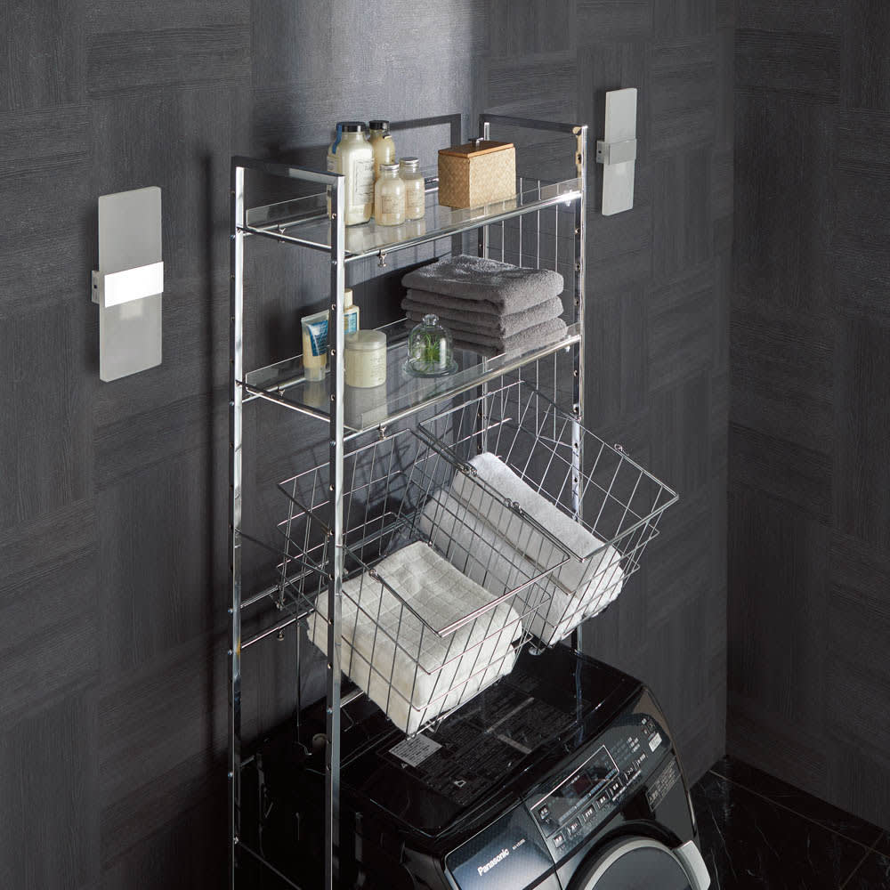 まるでホテル 透き通る棚板のスタイリッシュランドリーラック 棚2段・バスケット2個 バスケットは7cm間隔で中身のタオルやボトル類が取り出しやすい高さ、角度に調整することができます。