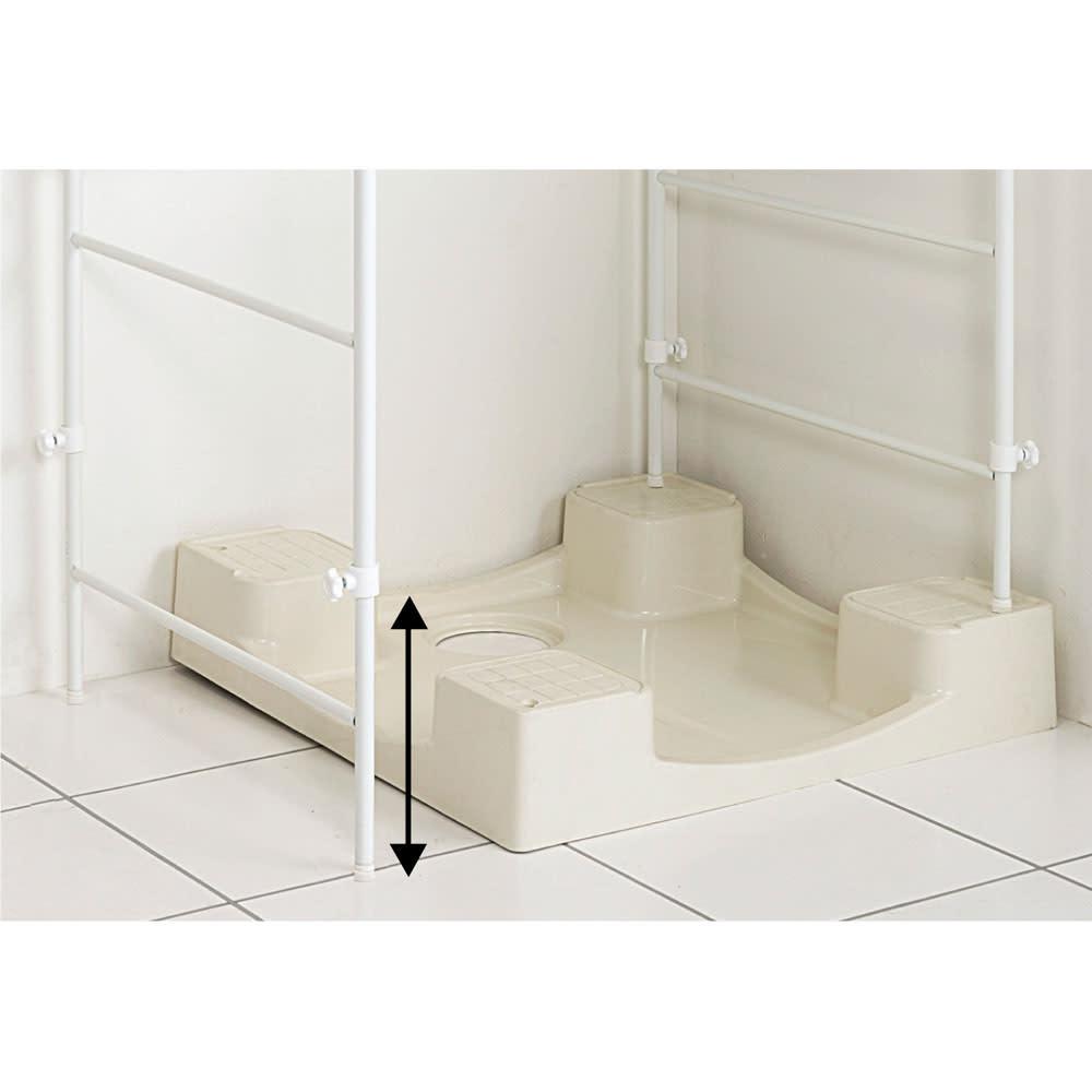 32cmまでの段差対応 奥行たっぷりランドリーラック 棚1段・バスケット2個 脚部は最大32cmまでの段差まで対応。左右で高さを変えられるので、段差があっても設置できます。