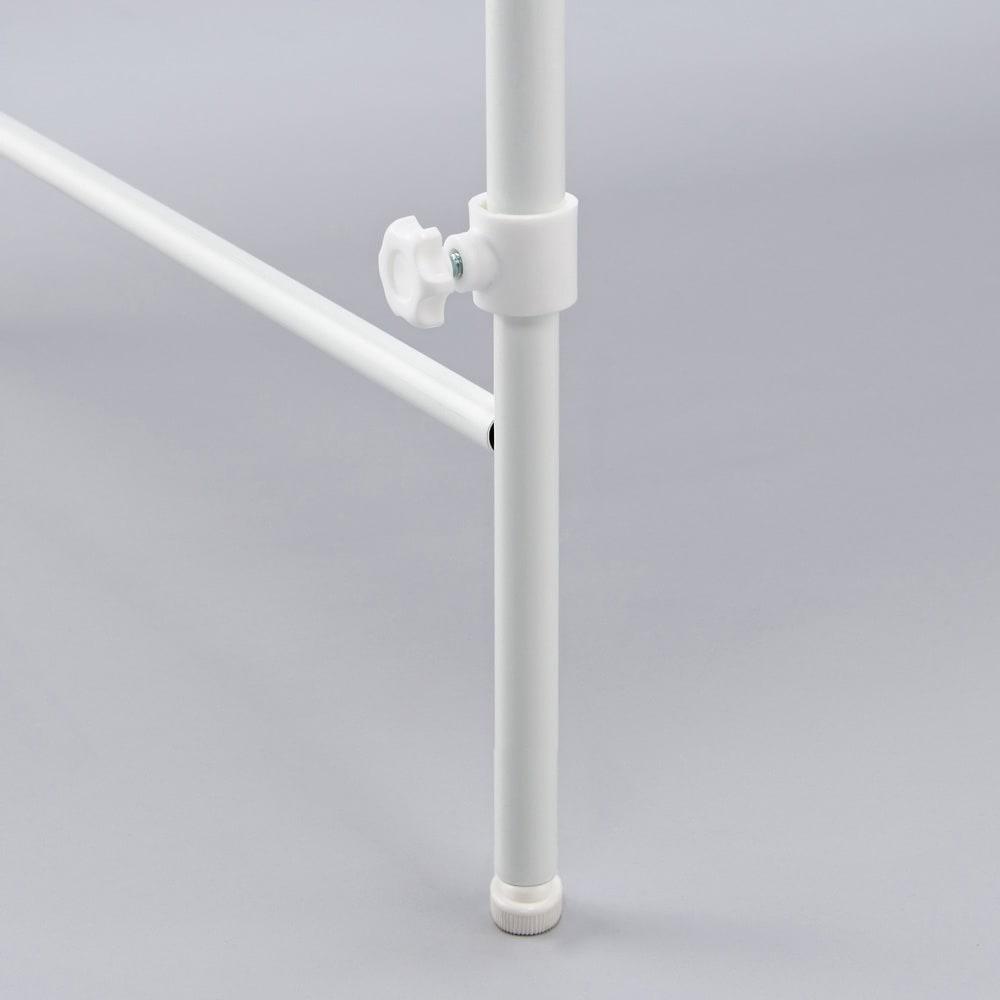 32cmまでの段差対応 奥行たっぷりランドリーラック 棚1段・バスケット2個 脚部はアジャスター付きで微妙な高さ調整もできます。