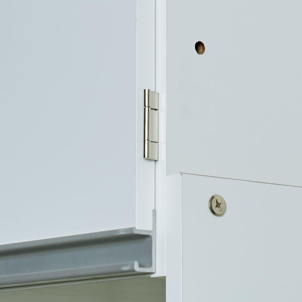 脱衣カゴが隠せるランドリーラック 幅80cm 天井にあわせて上部収納の高さが調整できます。