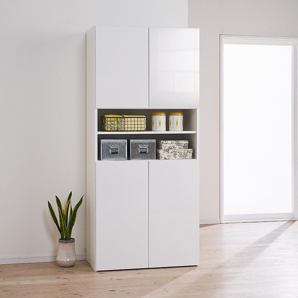 組立不要 自由に使える快適収納庫 幅80奥行45cm 扉を閉めるとすっかり美しい光沢仕上げ。