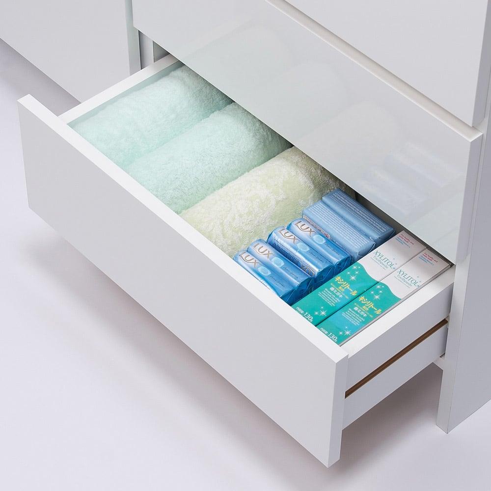 組立不要 棚と引き出したっぷりで仕分け収納できるサニタリー収納庫 ロータイプ 幅99cm 引き出しの収納例:奥行31cmはタオルや細かい衣類、コンタクトレンズ、雑貨類を収納するのにおすすめです。