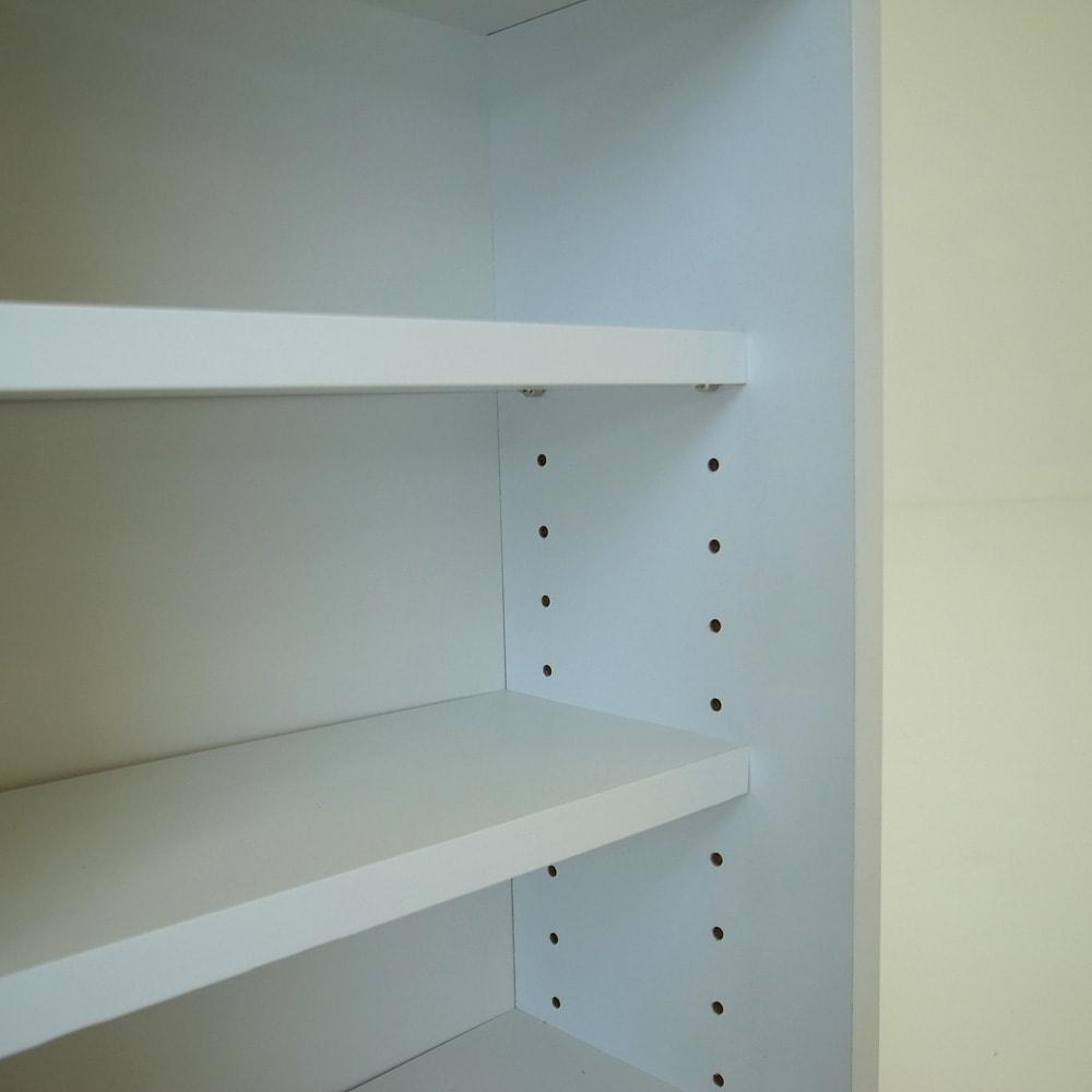 トイレ収納庫 引き戸タイプ 幅60cm・4段 右側の棚板は収納物に合わせて3cmピッチで高さ調節可能。