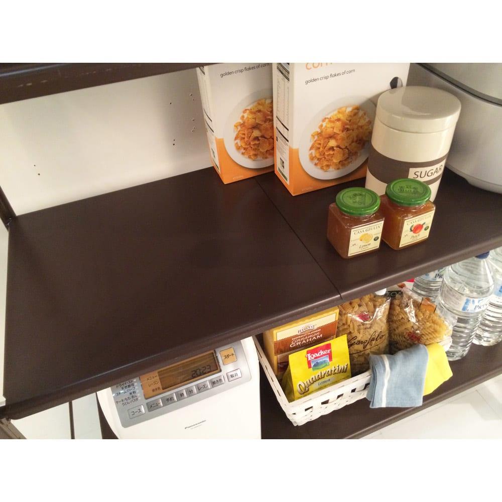 幅と高さが伸縮するキッチンラック 3段 棚板は本体のサイズに合わせて伸縮するのですき間はできません。