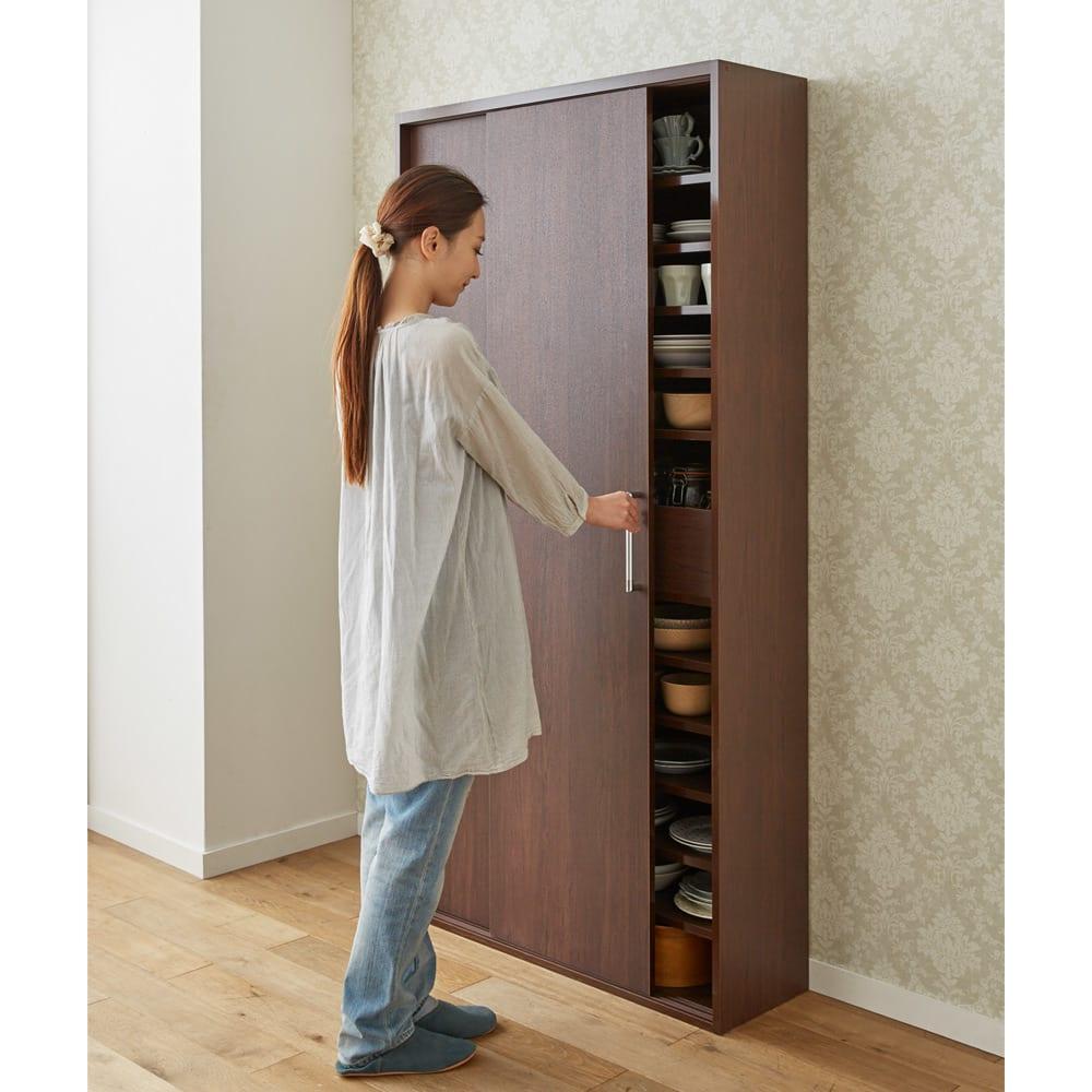 出し入れラクラク 引き戸の食器棚 幅60cm・奥行39cm キッチンやダイニングにうれしい!開閉に場所を取らない引き戸式のキッチン収納です。