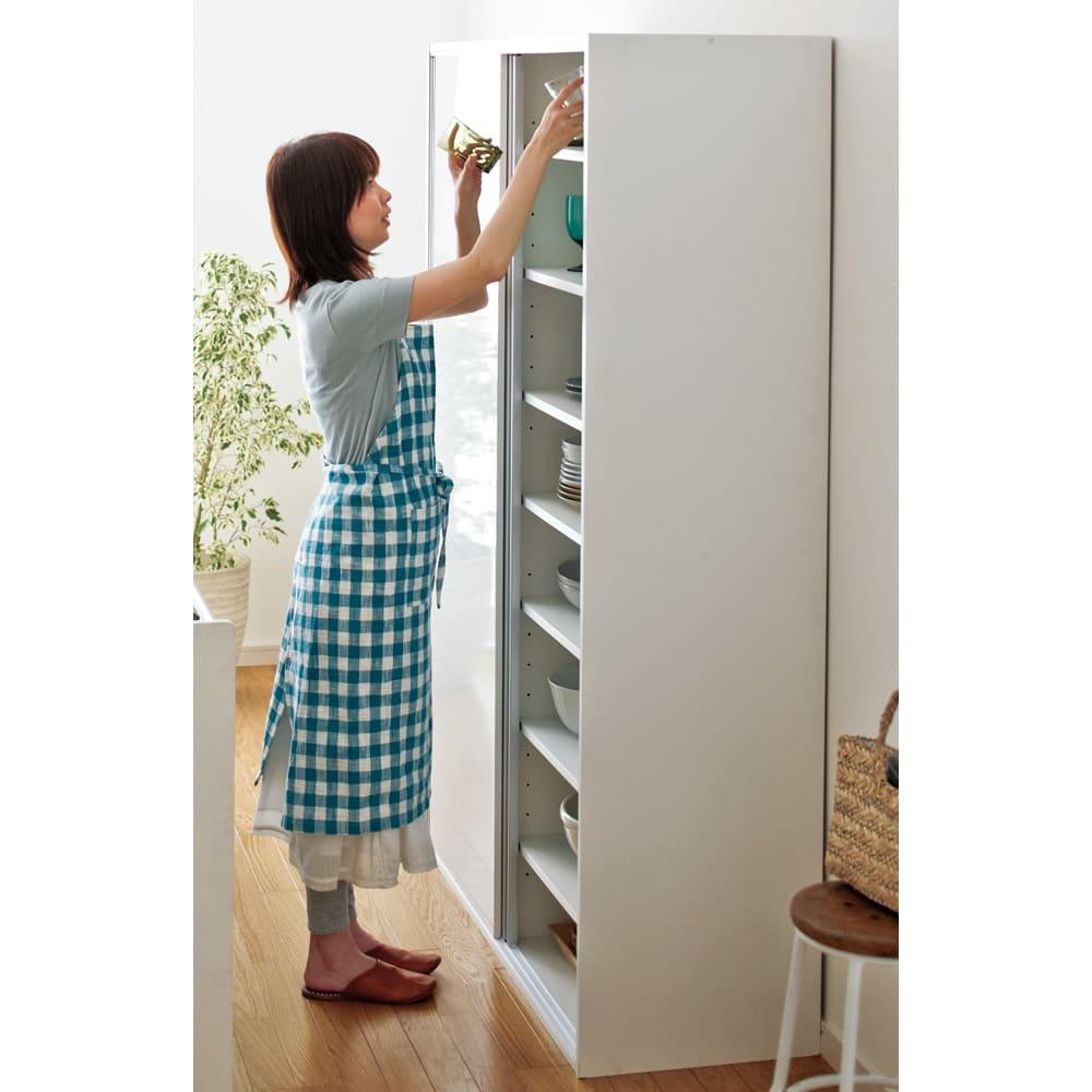 全部隠せる スライド棚付きキッチン家電収納庫 ハイタイプ 開閉に場所をとらない引き戸は狭いキッチンに最適です。