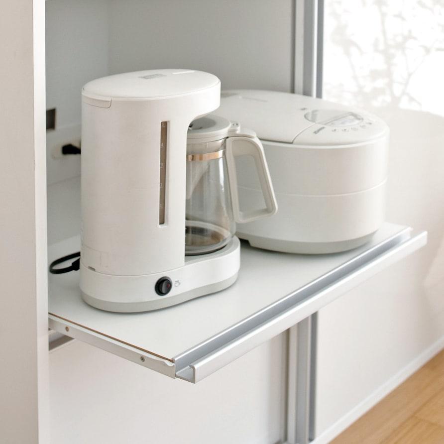 全部隠せる スライド棚付きキッチン家電収納庫 ハイタイプ 炊飯器やポットなどの蒸気を逃がせる便利なスライドテーブル付き。(3ヵ所)