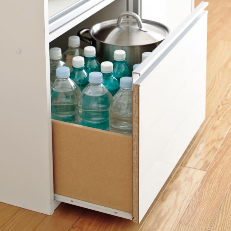 全部隠せる スライド棚付きキッチン家電収納庫 ハイタイプ 引き出しはストッパー付きスライドレール仕様なので重さのあるものも収納可能。ペットボトルのストックや鍋置き場に丁度いいサイズです。
