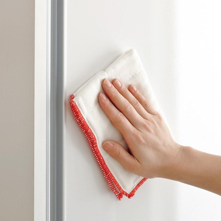 全部隠せる スライド棚付きキッチン家電収納庫 ハイタイプ 前面は水や汚れに強い光沢感のあるポリエステル化粧合板。汚れもサッと拭き取れます。