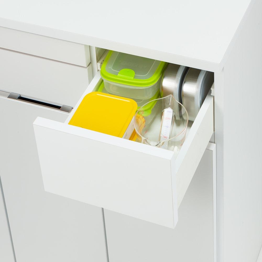 ふた開閉機能付き分別ダストボックス 3分別 幅73.5cm 深引き出しには密封容器などが収納できます。