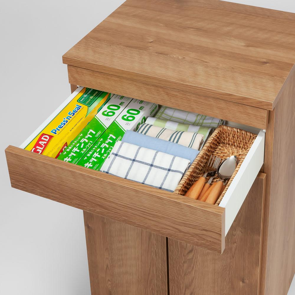 ふた開閉機能付き分別ダストボックス 3分別 幅73.5cm ラップやカトラリーの収納に便利な浅引き出し。